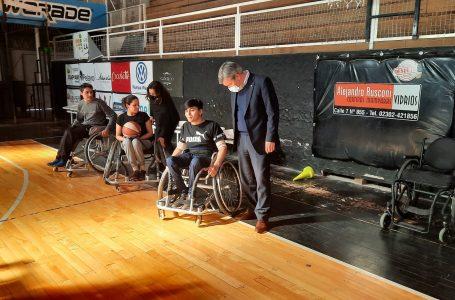 Entregan sillas de ruedas para el Básquet Adaptado